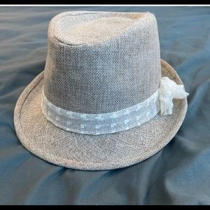 Accessories - Beige fedora with lace flower
